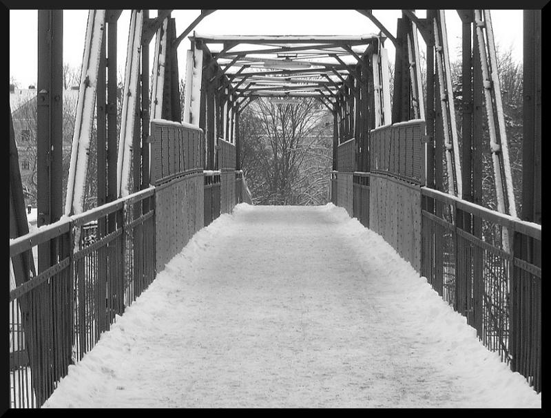 Bahnbrücke zum Rosswurststand - REGENSBURG