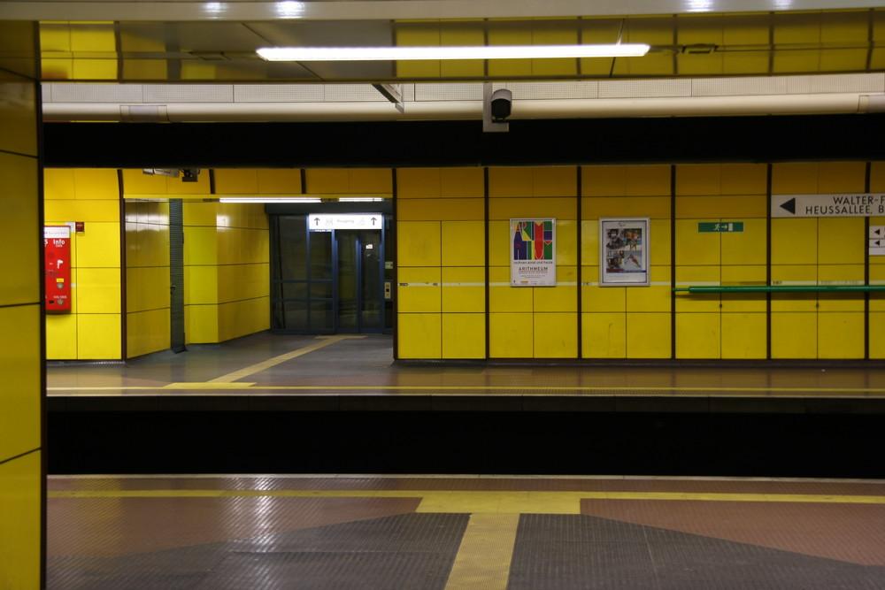 -Bahnhof-