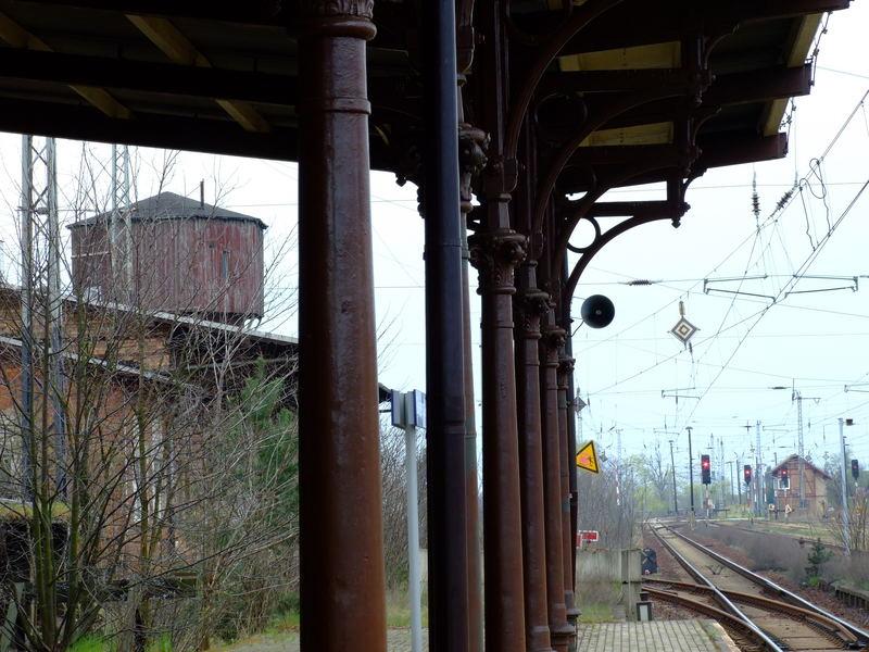 Bahnhof Biehla - gerade beim einwachsen.