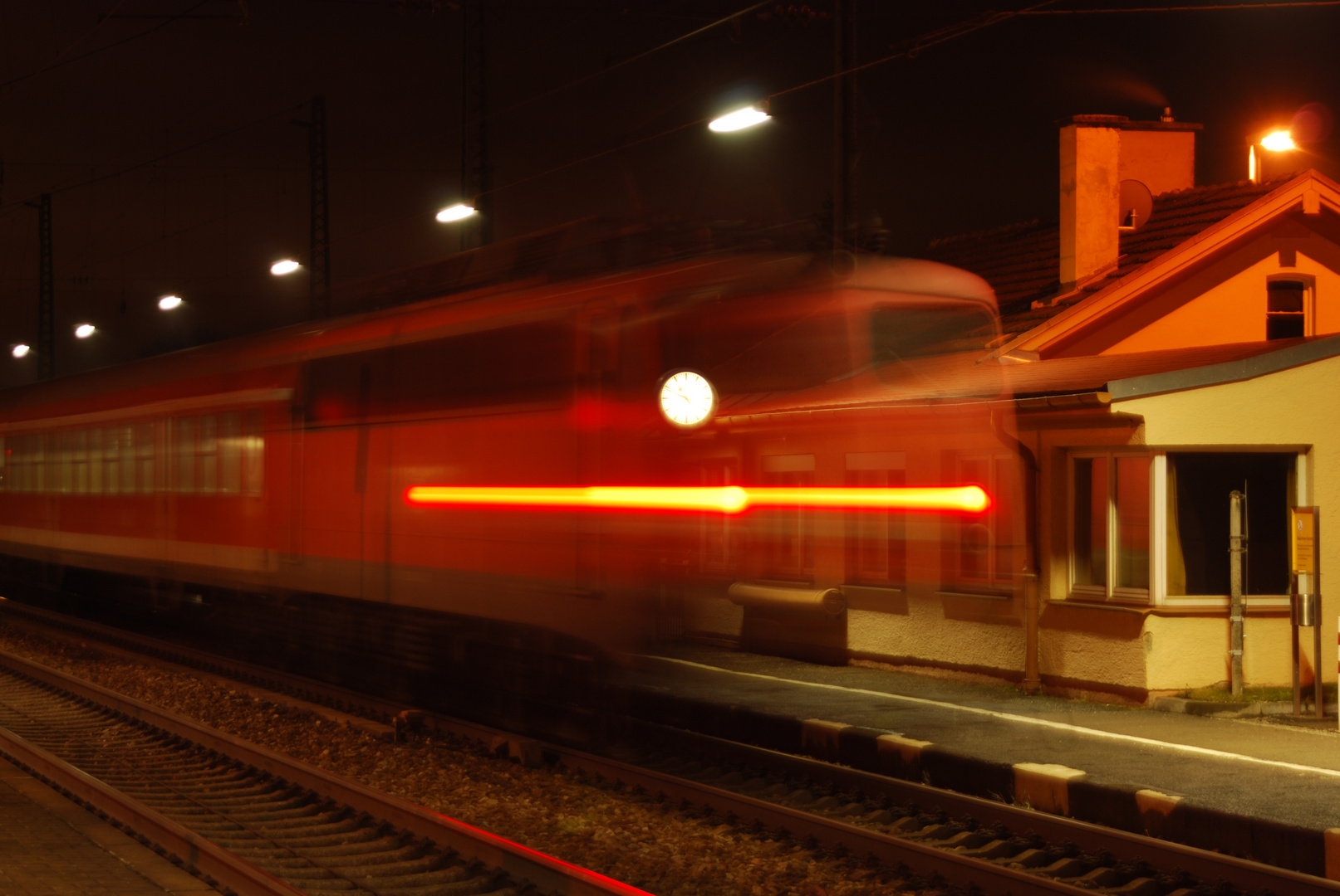 Bahnhof Gablingen bei Nacht Bild 3