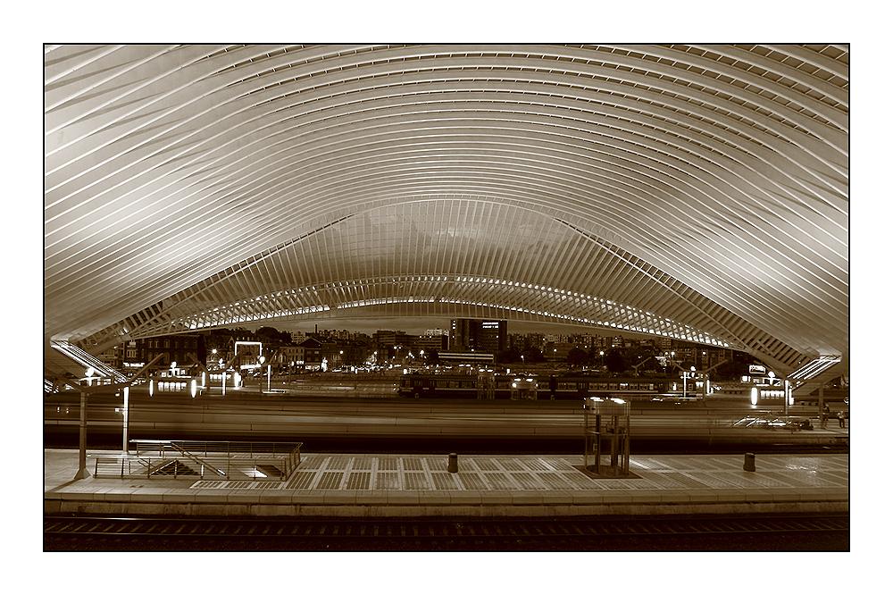 Bahnhof: geschwungen und leicht