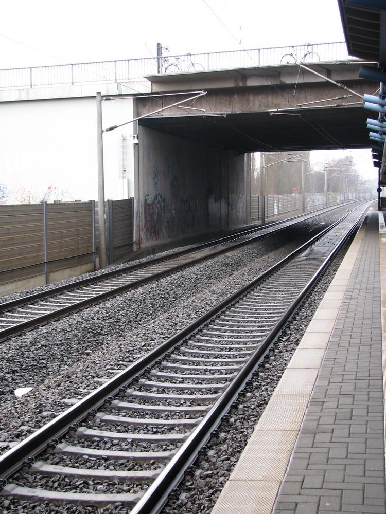 Bahnhof, Karl-Wiechert-Allee (2)