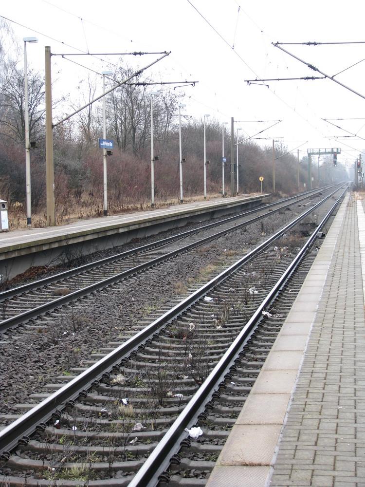 Bahnhof, Karl-Wiechert-Allee