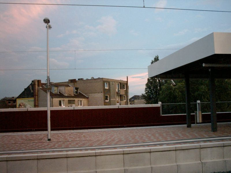 Bahnhof Köln-Ehrenfeld, Blickrichtung parallel zum Gürtel nach südwest