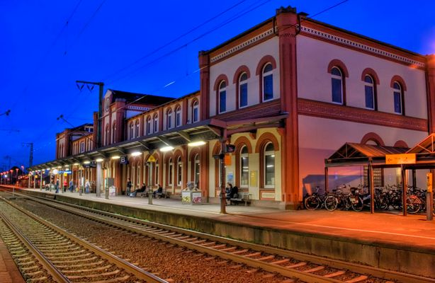 Bahnhof Leer bei Nacht