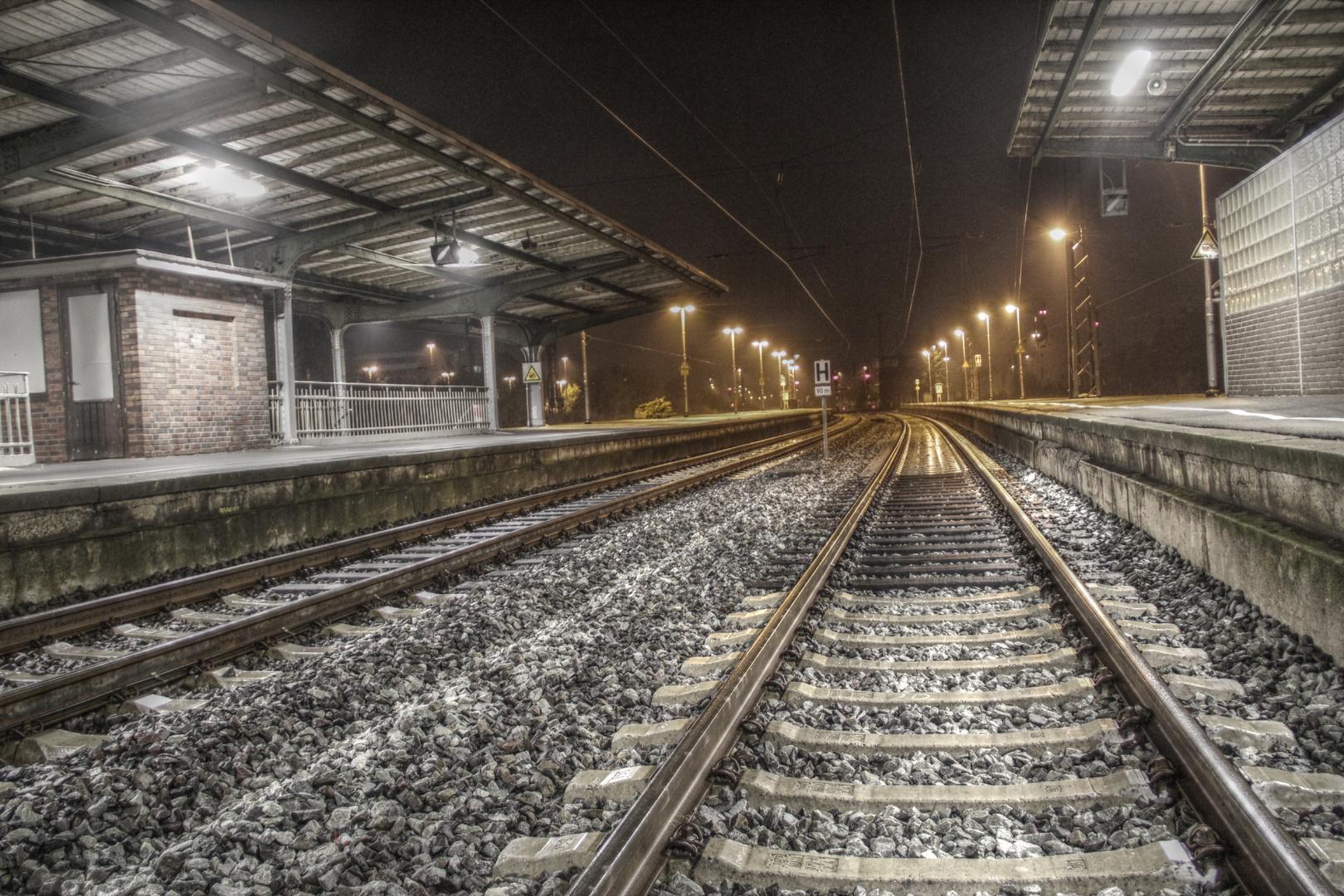 Bahnhof Löhne bei Nacht