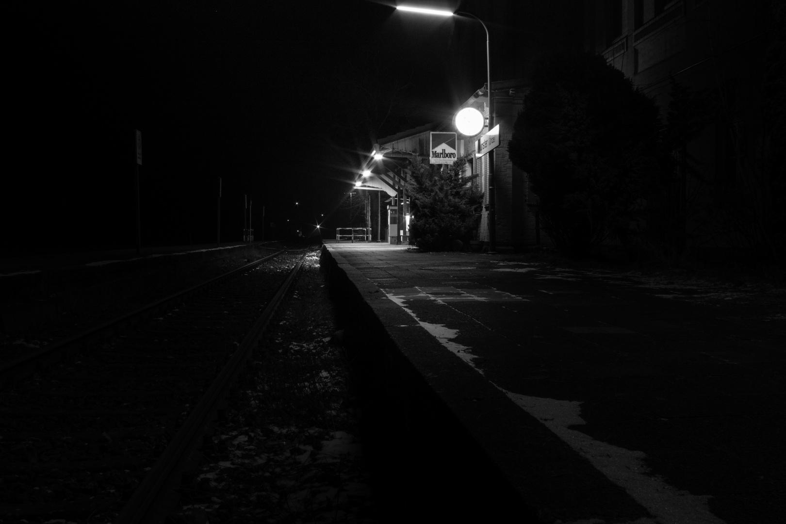 Bahnhof Munster bei Nacht - 01
