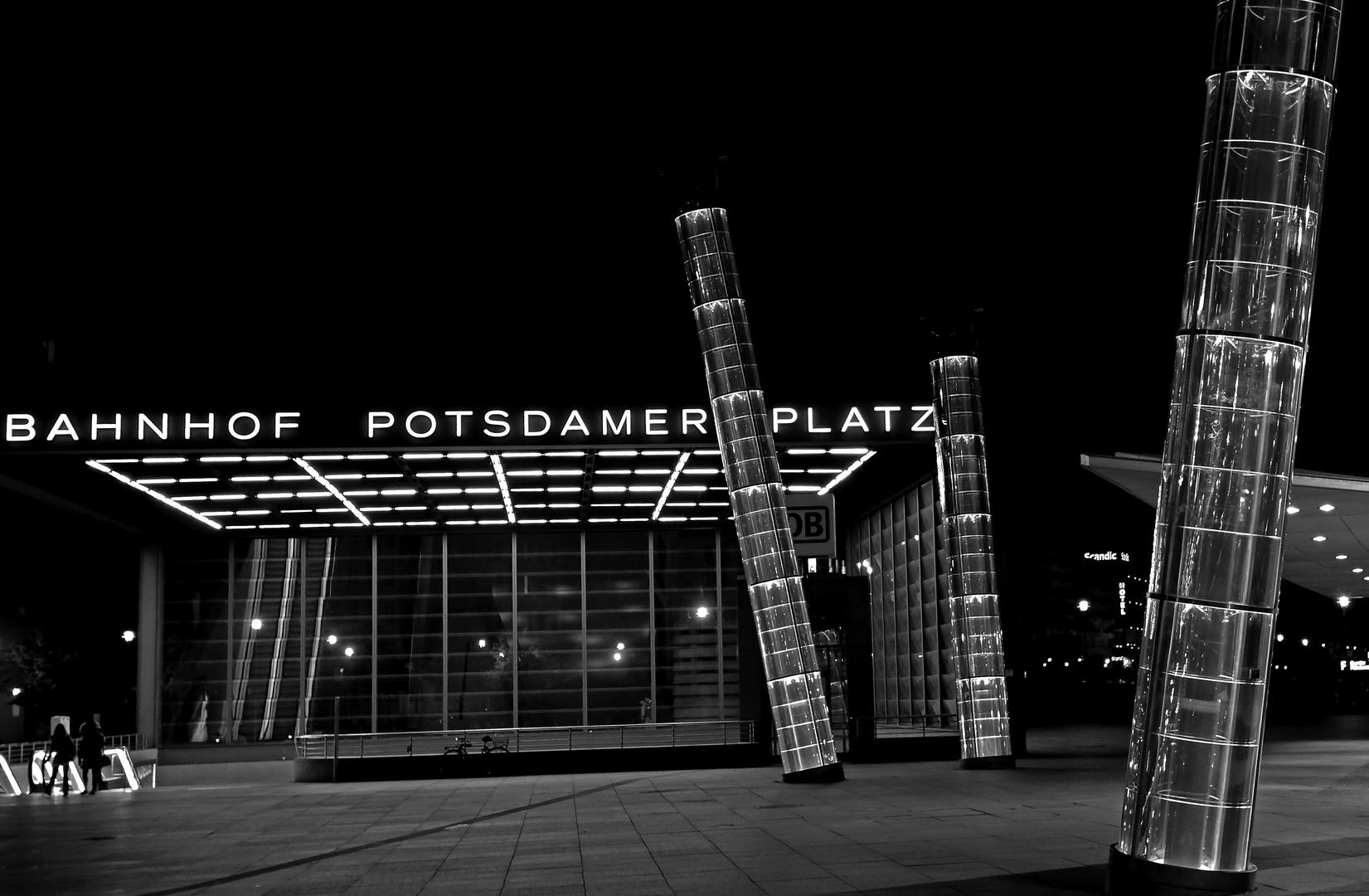 Bahnhof Potsdamer Platz bei Nacht