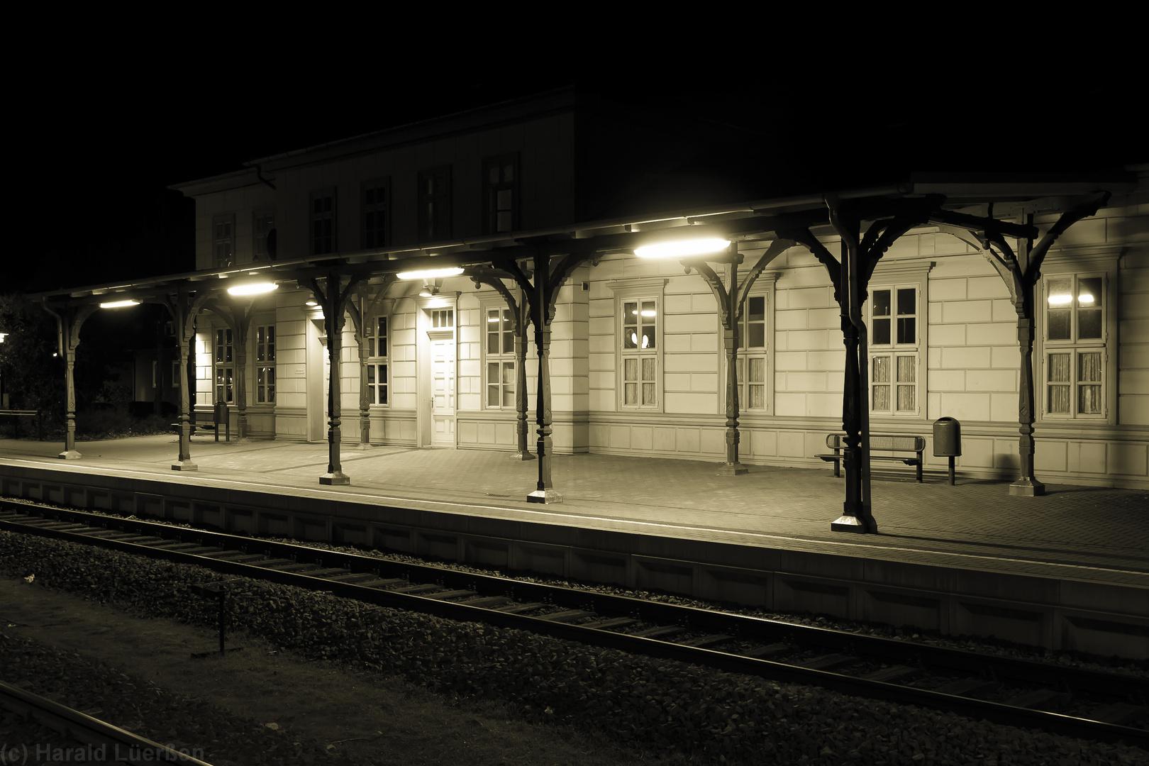 Bahnhof Schladen am Abend