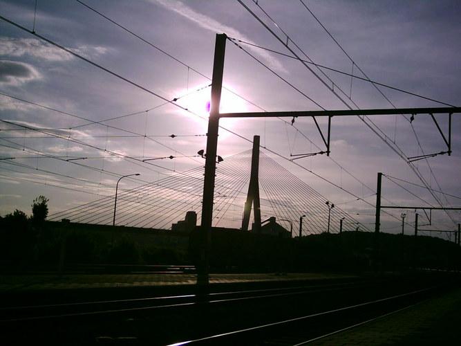 Bahnhof Statte,Blick auf die Brücke von Huy