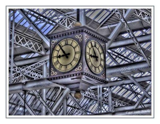 Bahnhofsuhr in Glasgow Schottland