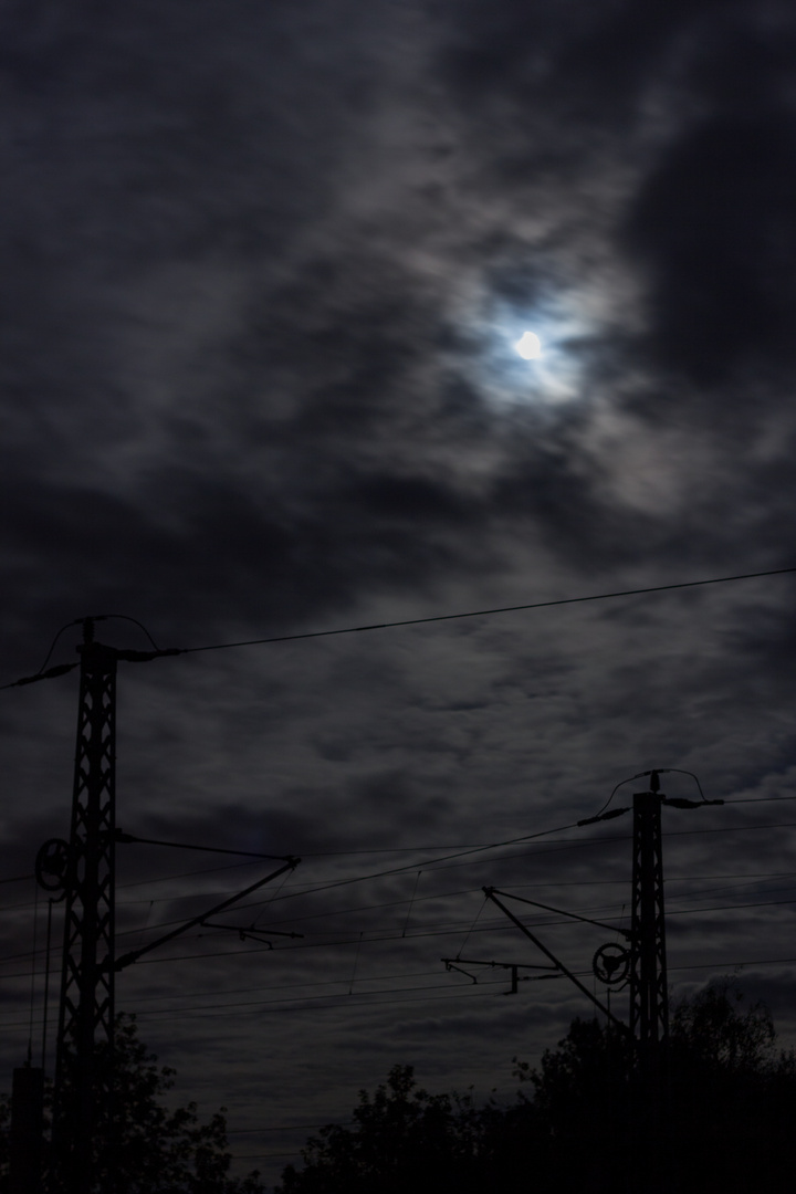 Bahnleitungen bei Nacht