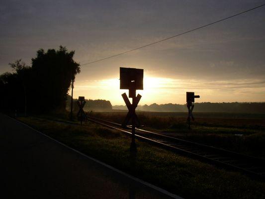 Bahnschienen am Morgen