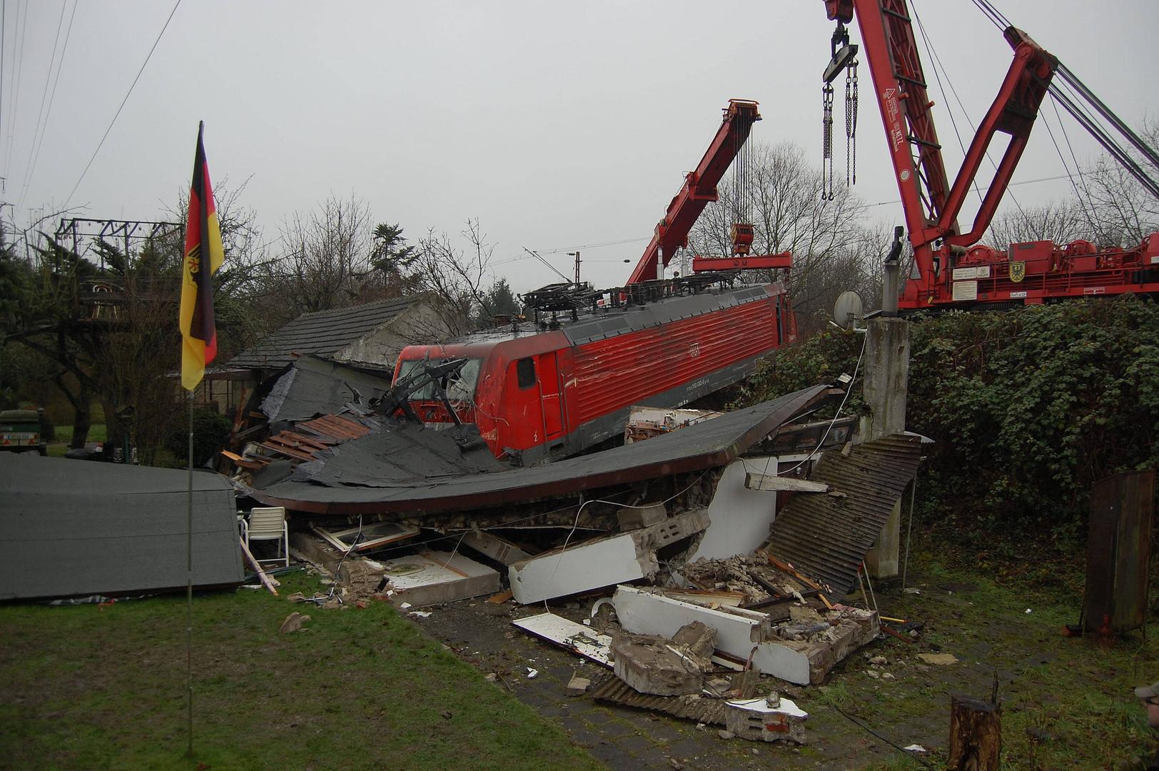 Bahnübergangunfall in Düsseldorf-Eller