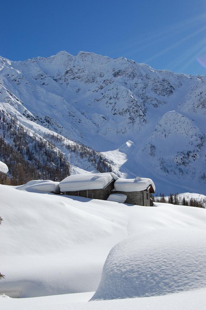 Baite innevate foto immagini paesaggi montagna natura for Disegni di baite