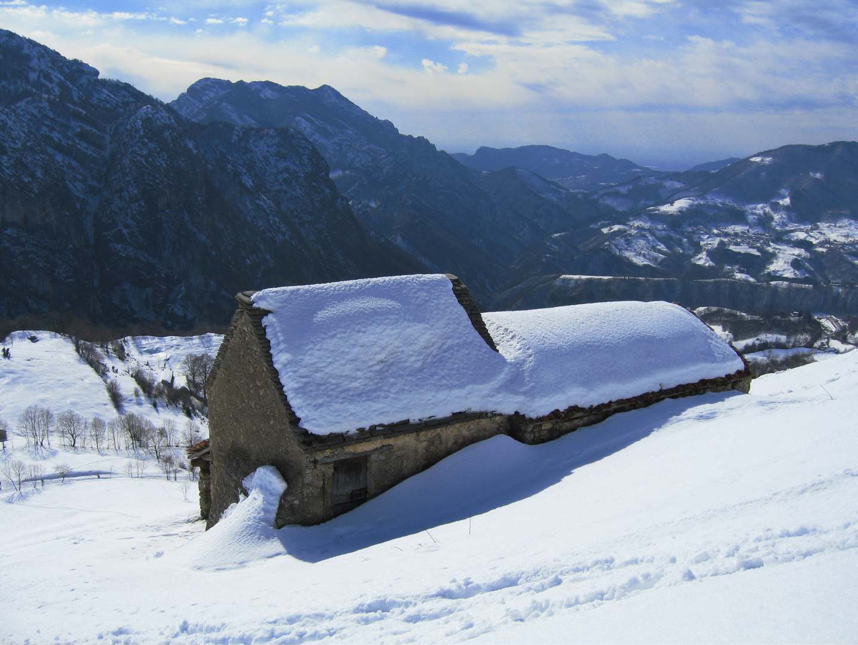 Baite nella neve foto immagini paesaggi montagna for Disegni di baite
