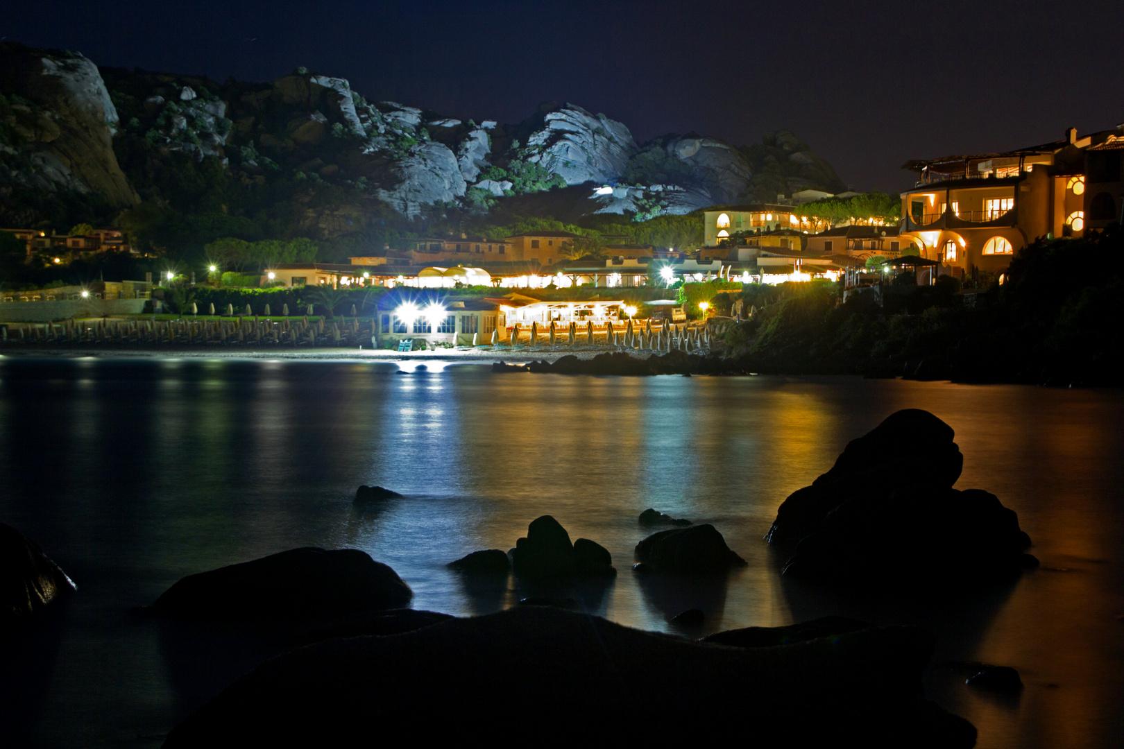 Baja Sardinia (Sardinien) bei Nacht (Juni 2011) (2)