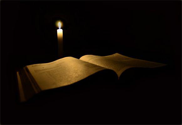 Bajo la luz de la vela..!!!
