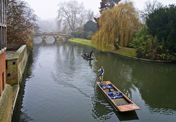 """Balade en """"punt"""" sur la Cam  --  Cambridge  --  Spazierfahrt mit einem """"Punt"""" auf der Cam"""