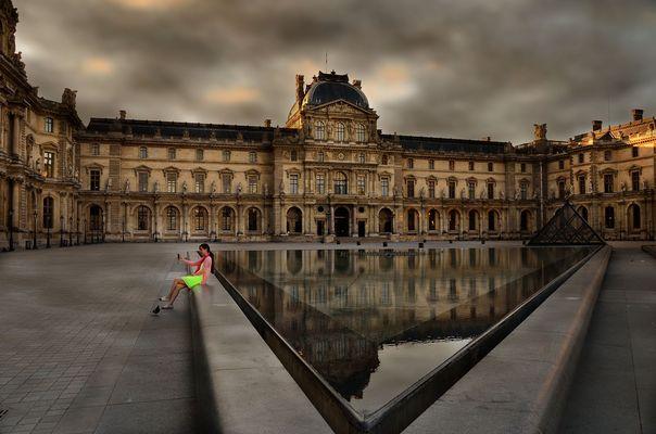 BALADE PARISIENNE...............pyramide du Louvre...2