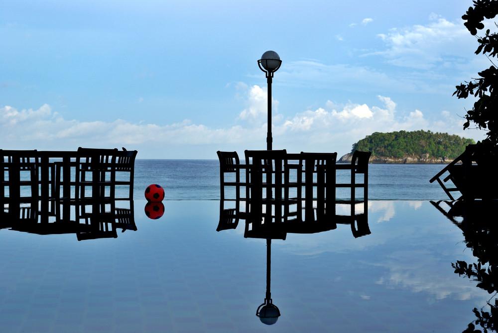 Bali - balon sur piscine calme