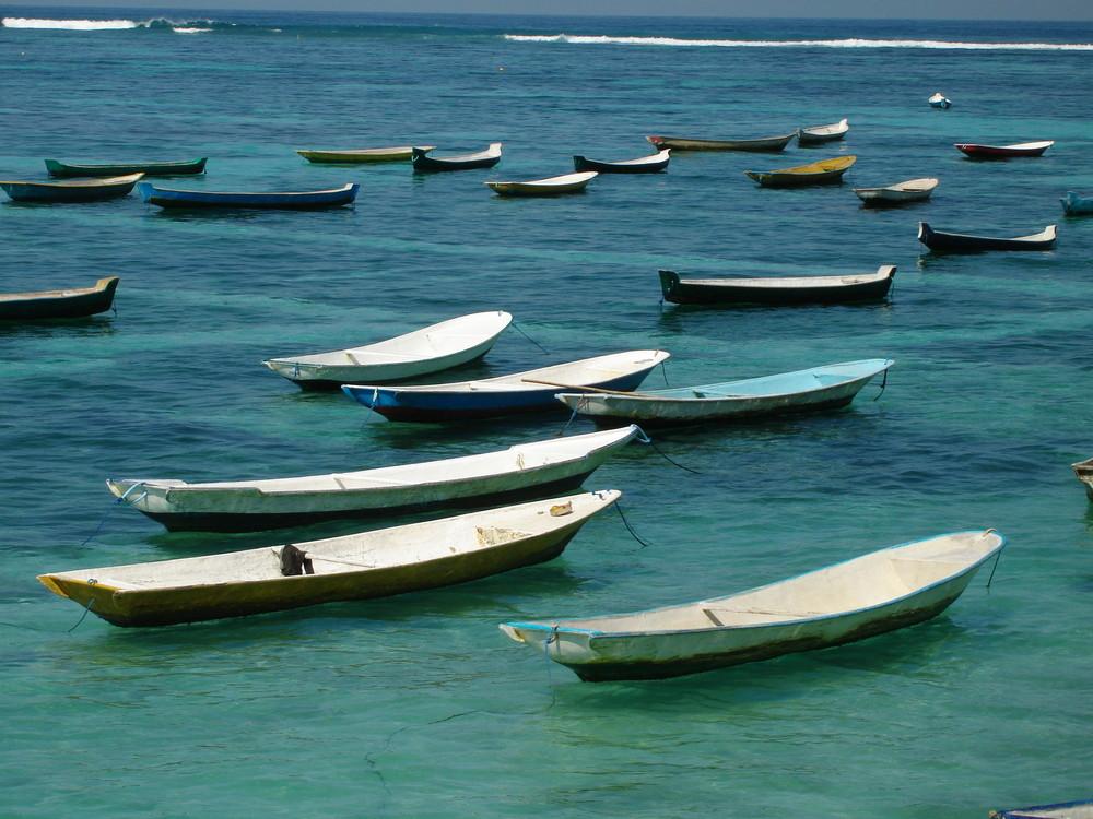 Bali - barques sur la mer