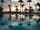 Bali - piscine au levé de soleil