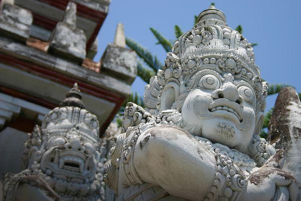 Bali | Statues d'un temple