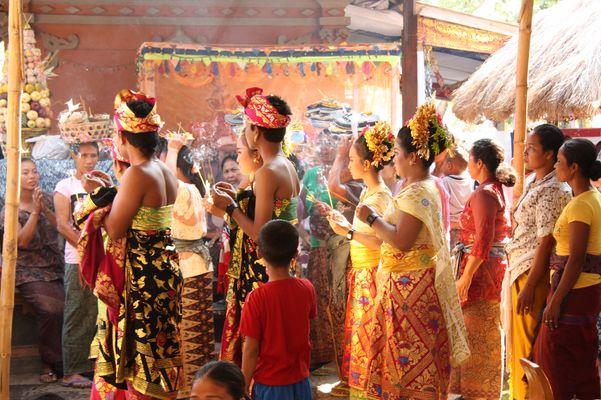 Bali Zeremonie Zahnschleifen