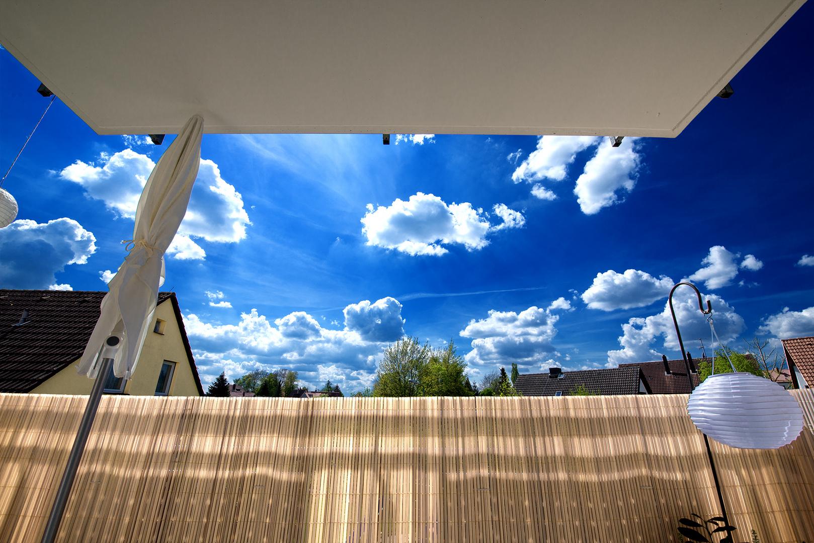 Balkon mit Himmel