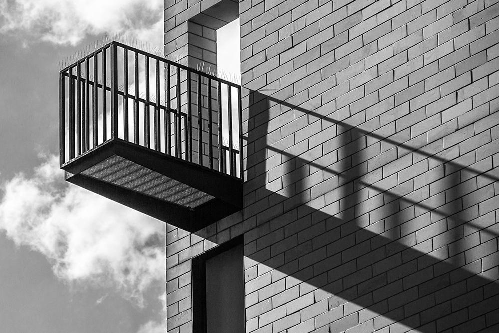 Balkon - Schattenlinien (Dessau)