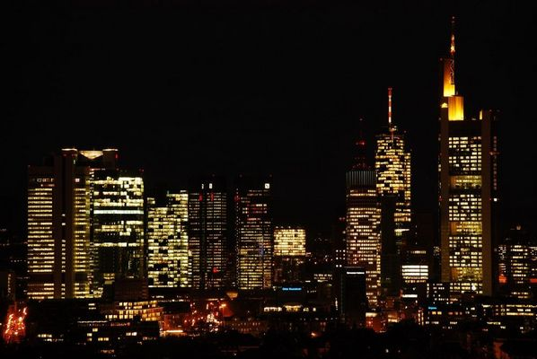 Balkonausblick auf Frankfurts Bankentürme