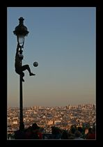 Ballartist über Paris