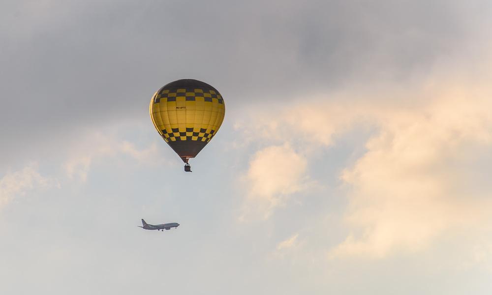 Ballon trifft Flieger