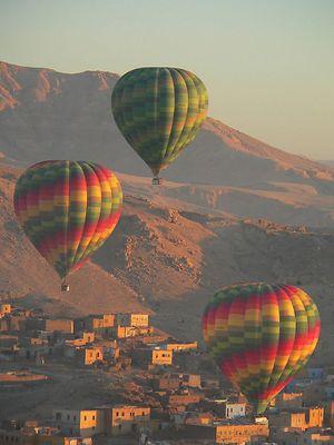 Ballonaufstieg über dem Tal der Könige