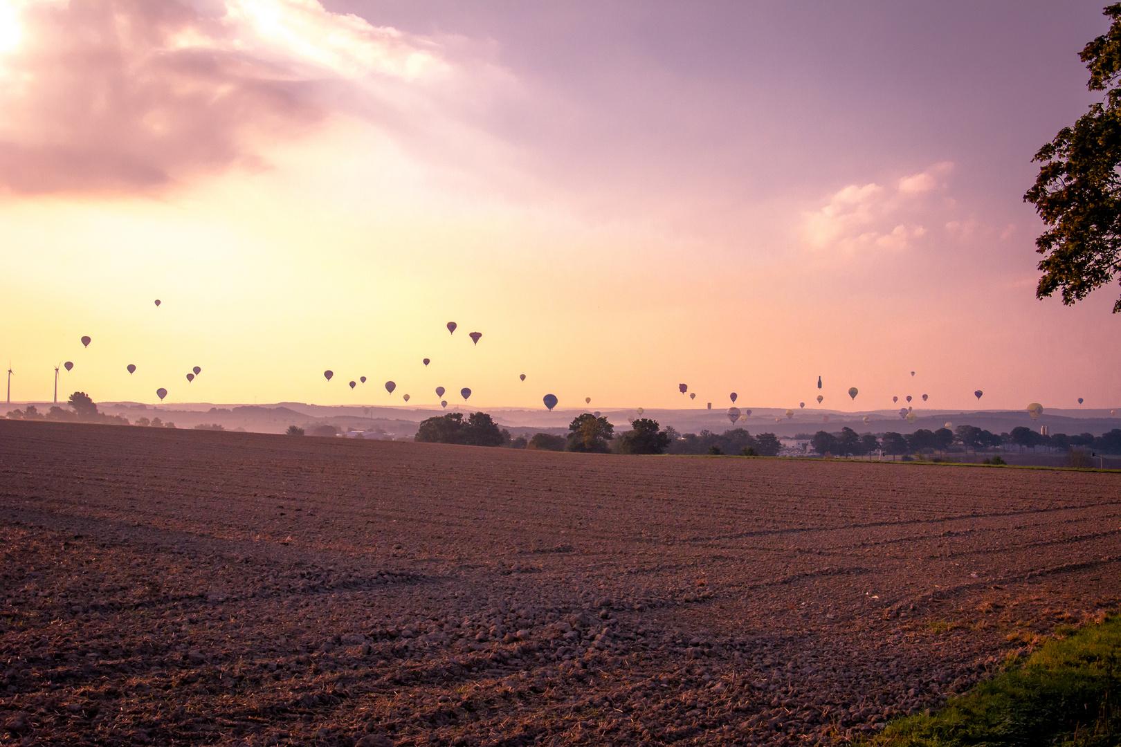 Ballonfahrer bei der Montgolfiade in Warstein