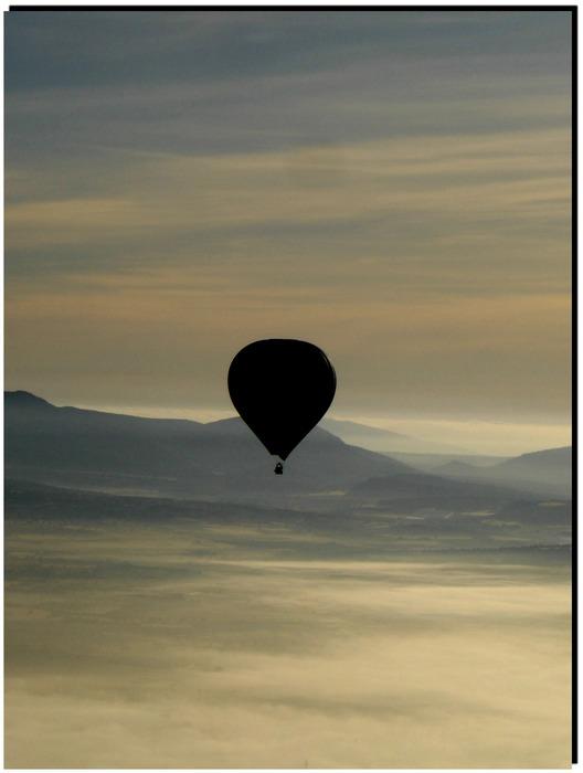 Ballonfahrt bei Morgennebel