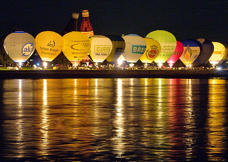 Ballonglühen in Düsseldorf am 15.08.2008 - mit Spiegelung