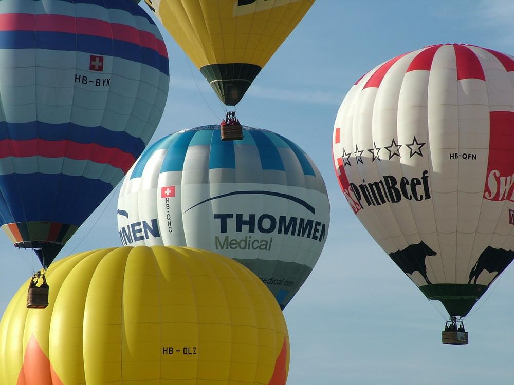 Ballonmassenstart auf dem Flughafen Belp / 50 Jahre BG Bern