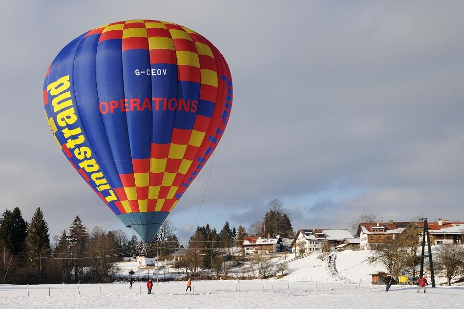 """Ballonsport"" - Heißluftballon G-CEOV"
