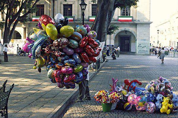 Ballonverkäufer in Oaxaca