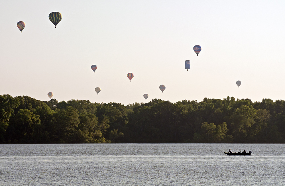 Balloons over the Tennessee River