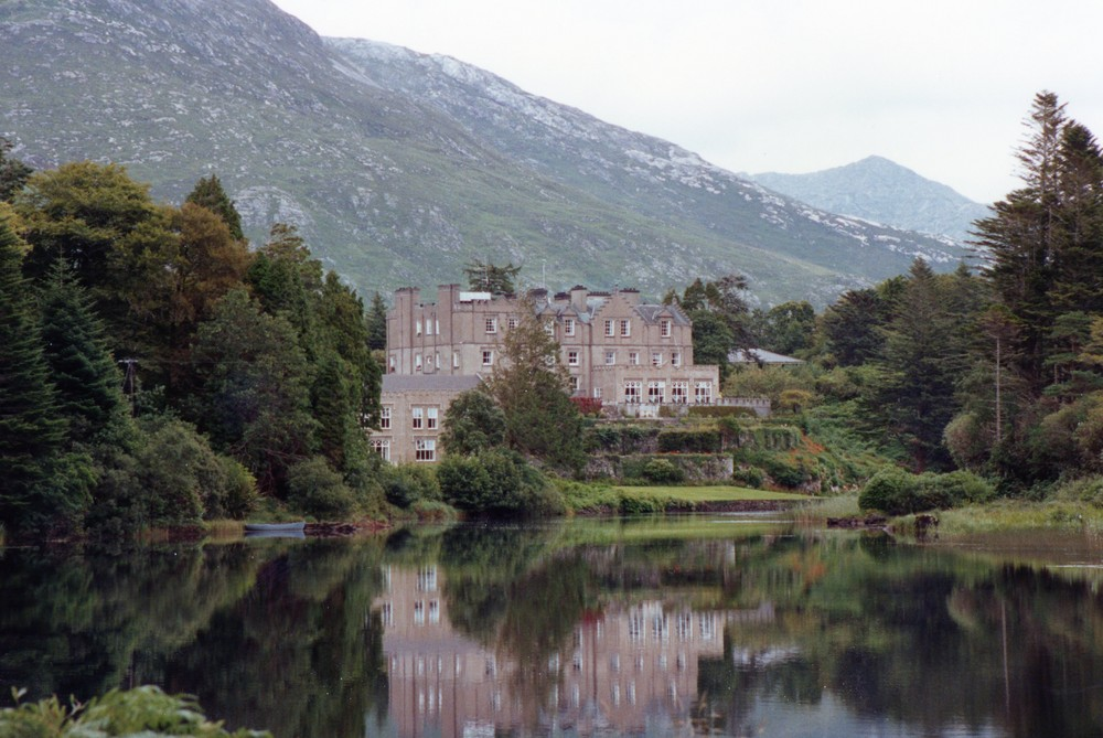 BALLYNAHINCH HOUSE  .IRLANDE