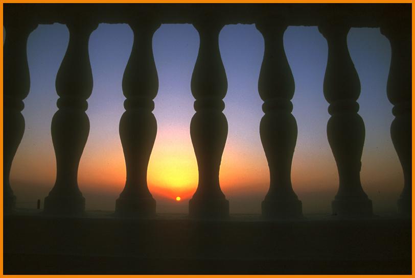 Balustrade vor Sonnenaufgang