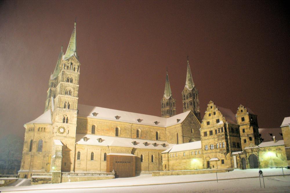 Bamberger Dom mit weißer Weste