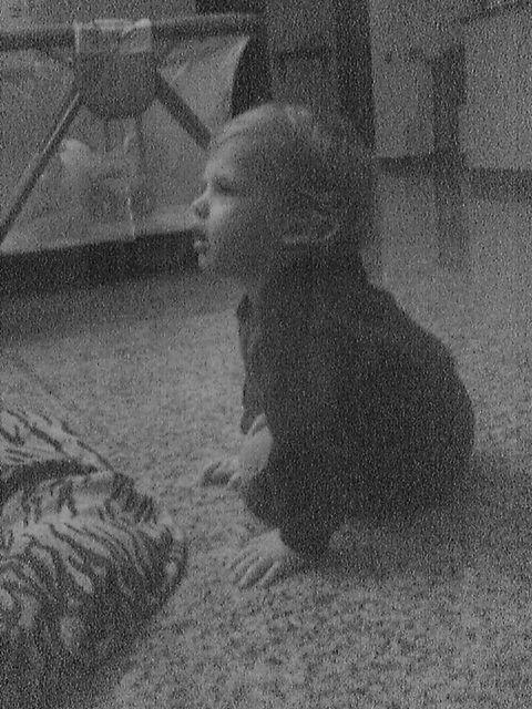 bambino in grigio...