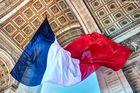 Bandera de Francia en Arco del triunfo