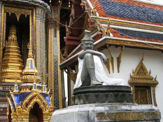 Bangkok - Budda at work...