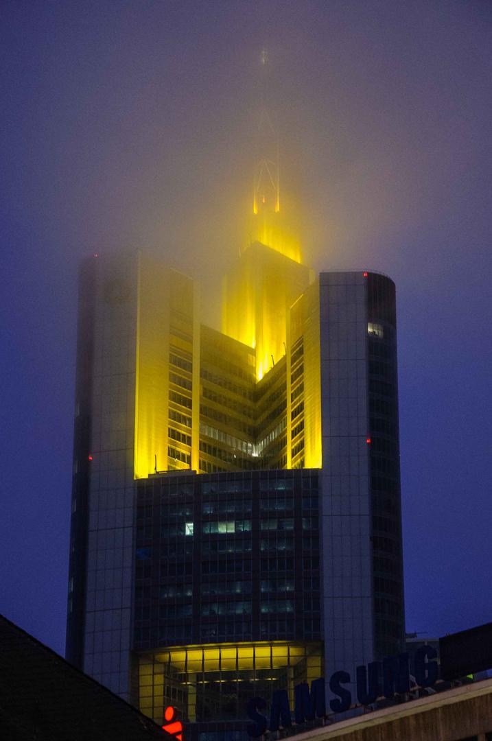 Banken im Nebel - ganz oben wird es difus