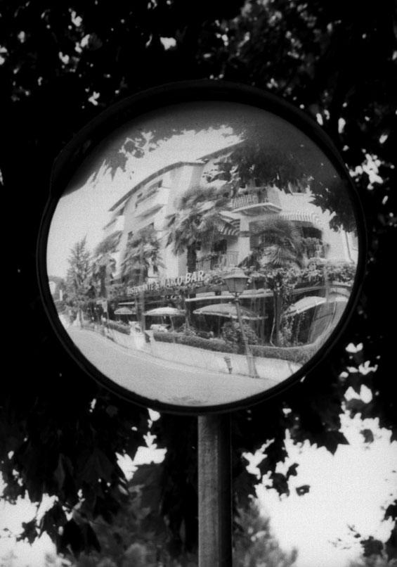 Bar im Spiegel